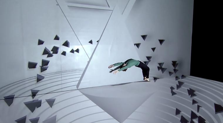 Perspektivischer Tanz mit der Projektion