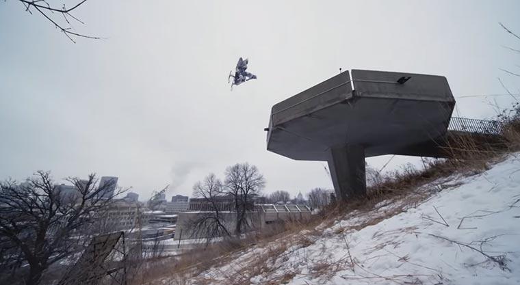 Mit dem Schneemobil durch die Stadt tricksen urban-snowmobiling