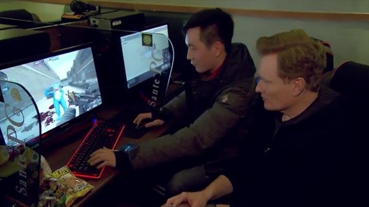 Conan spielt Starcraft und Counter Strike Conan-PC-Bang