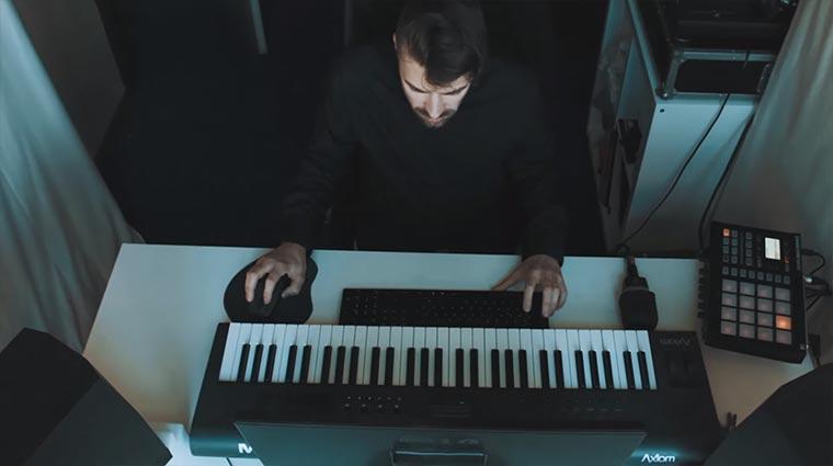 Exklusive Premiere: So macht Nisse seine Musik