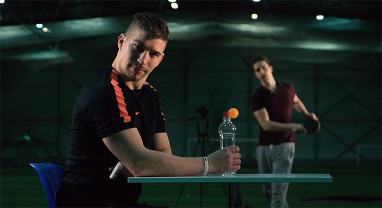 Trick Shots: Fußball vs. Tischtennis