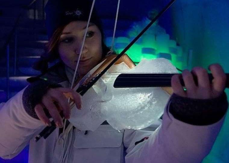 Musik auf Instrumenten aus Eis