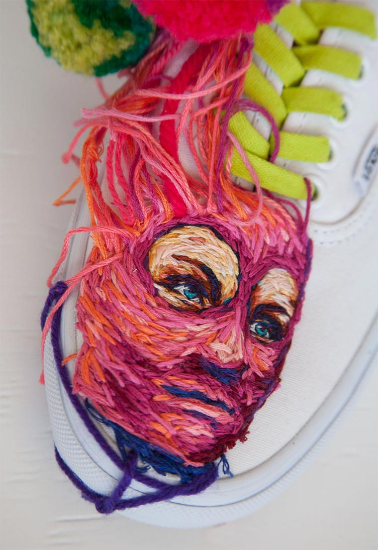 Bestickte Tennisschläger und Schuhe Danielle-Clough_06