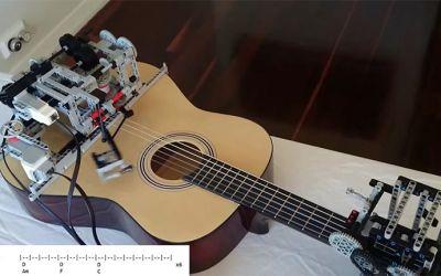 LEGO-guitar-robot
