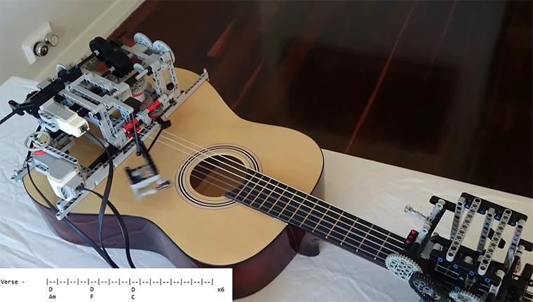 LEGO-Roboter spielt Gitarre LEGO-guitar-robot