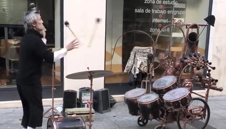 Jonglierende Drummer