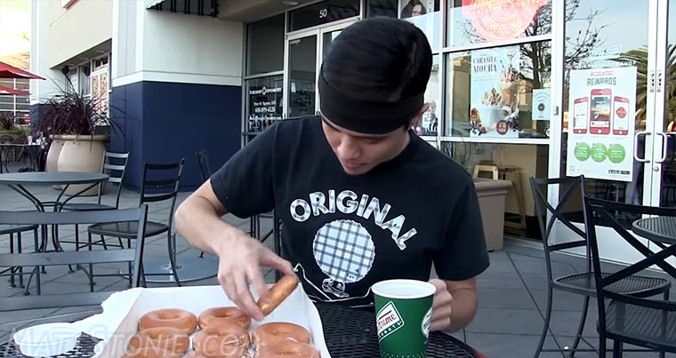 12 Donuts in 30 Sekunden wegatmen