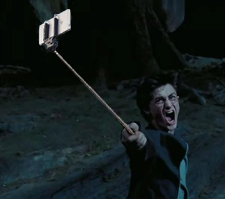 Filmwaffen durch Selfie-Sticks ersetzt selfie-stick-guns_02