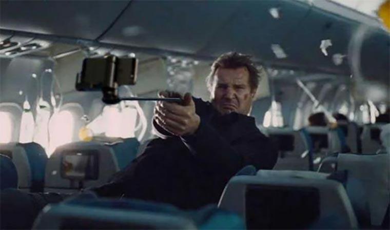 Filmwaffen durch Selfie-Sticks ersetzt selfie-stick-guns_04