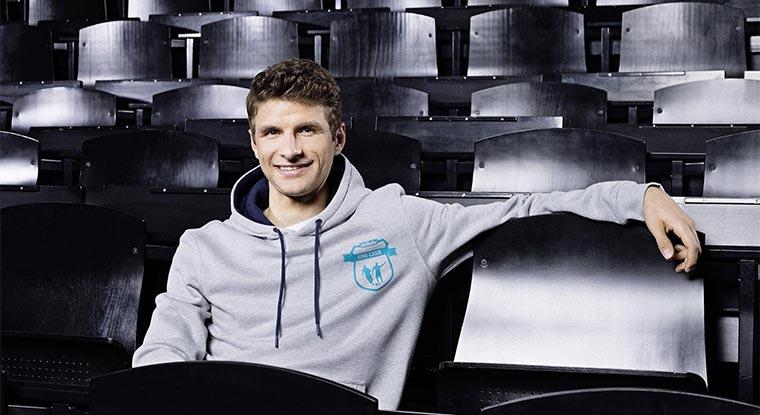 Thomas Müller zeigt Fußballtricks und ihr gewinnt Gillette-Sets Gillette-Uni-Liga_03