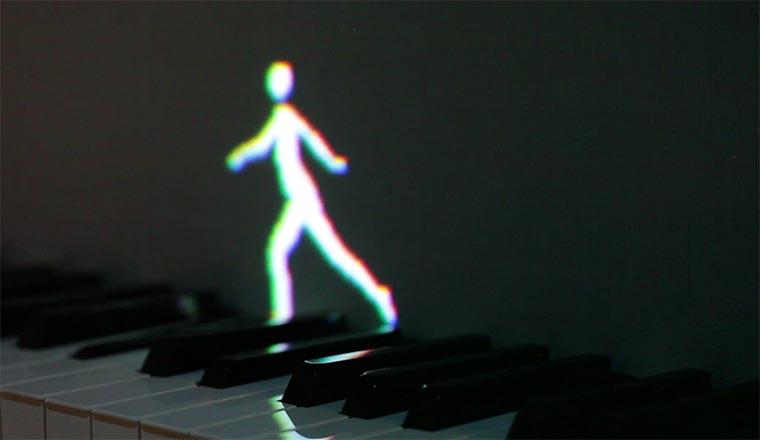 Lichtmännchen laufen auf Klaviatur herum