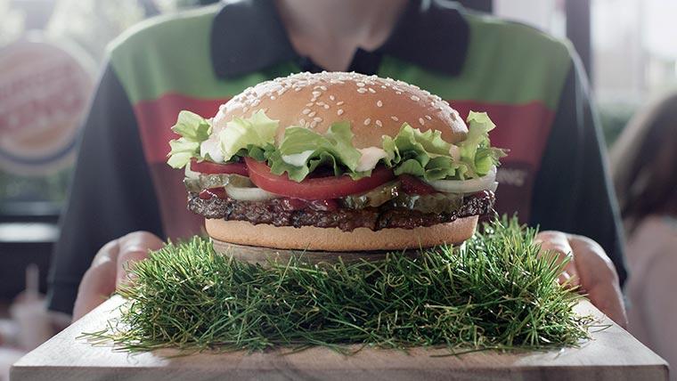 Ein Burger, gewachsen auf dem Rasen unseres letzten EM-Sieges mannschafts-whopper-BK_01