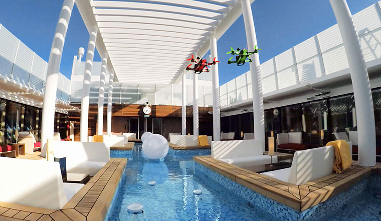 Mit Racing-Drohnen über ein verlassenes Kreuzfahrtschiff fliegen AIDAprima-drone-race_01