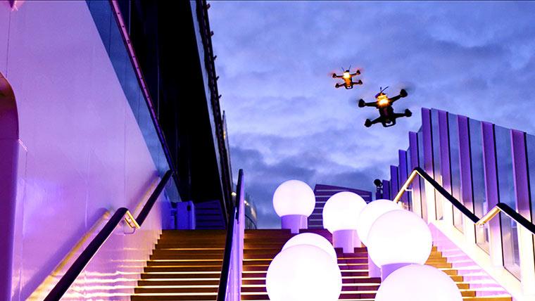Mit Racing-Drohnen über ein verlassenes Kreuzfahrtschiff fliegen AIDAprima-drone-race_02