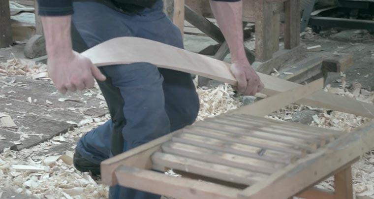So werden traditionell Holz-Skier gebaut