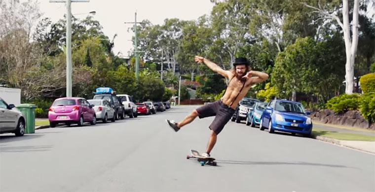 Der auf dem Longboard tanzt sepakuma