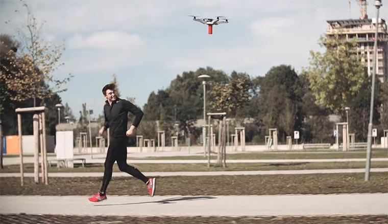 """Lautsprecher-Drohne überrascht Jogger mit """"Eye of the Tiger"""" ueboom-drone"""