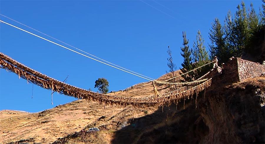 Die Qu'eswachaka Brücke wird jährlich aufs Neue gebaut Qu'eswachaka-bridge