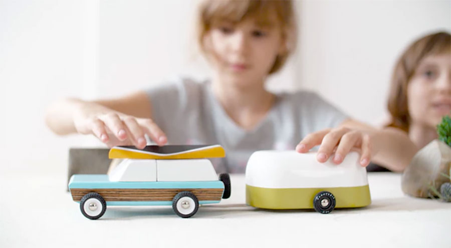 Coole Holz-Spielzeugautos im Retro-Look candyland-wooden-cars_01
