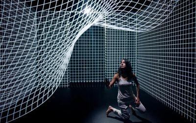 hakanai-projection