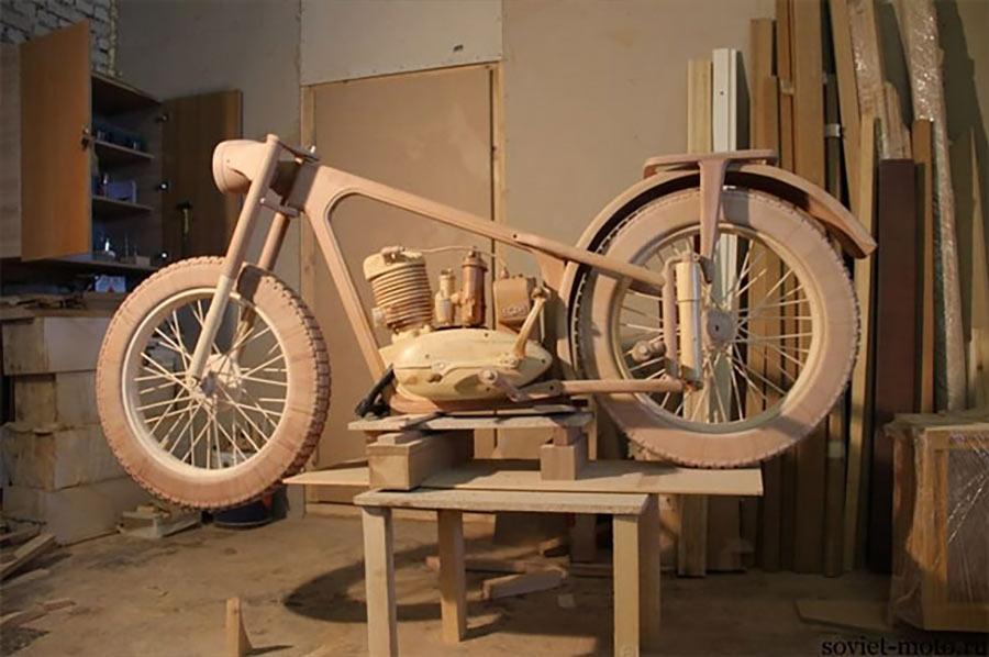 Ein Motorrad aus Holz motorbike-wood_04