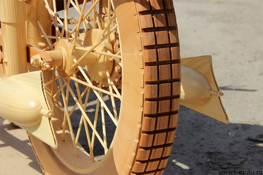 Ein Motorrad aus Holz motorbike-wood_06