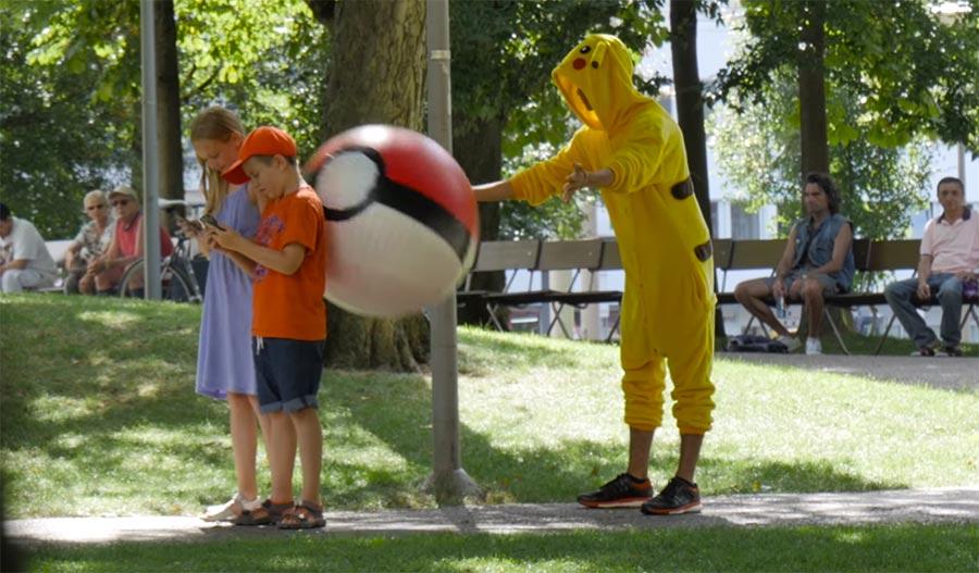 Wenn Pikachus dich mit Pokebällen bewerfen pokemon-go-the-revenge