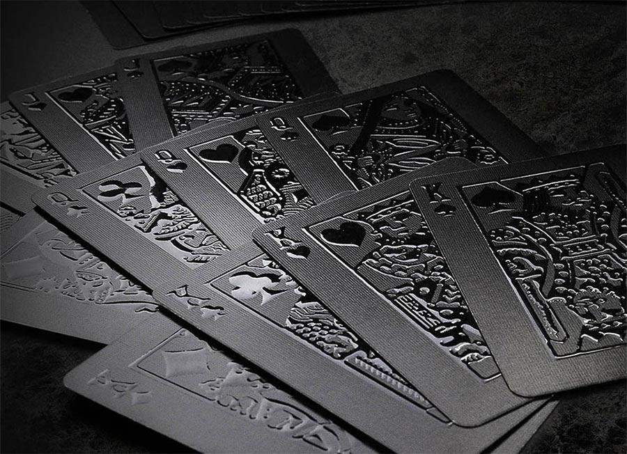 Komplett schwarzes Kartendeck stealth-card-deck_01