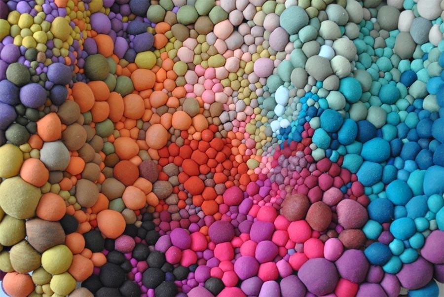 Teppiche aus bunten Kügelchen Serena-Garcia-Dalla-Venezia_01