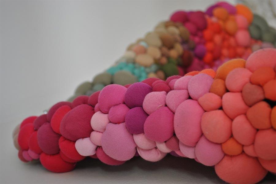 Teppiche aus bunten Kügelchen Serena-Garcia-Dalla-Venezia_05