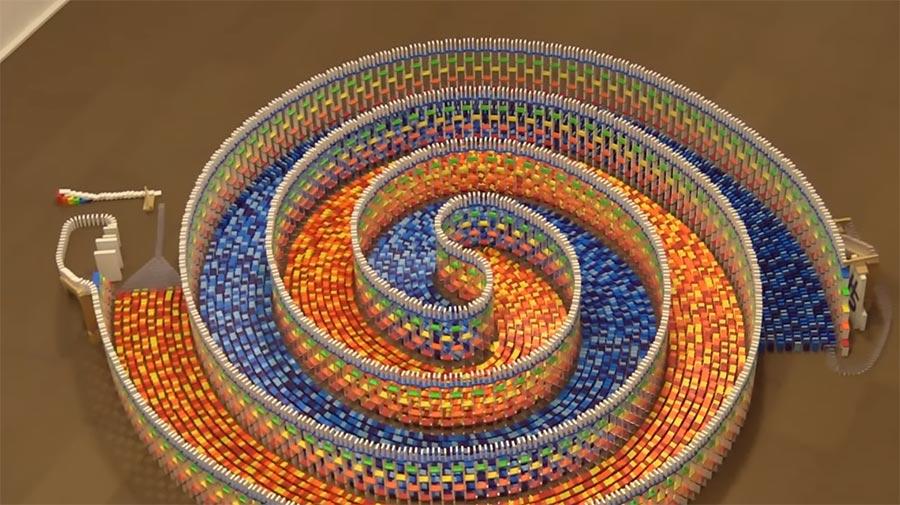 Die 15.000 Dominos-Spirale