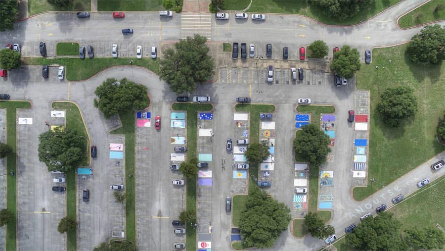 Wenn Schüler ihre Parkplätze bemalen dürfen high-school-parking-lot-art_02
