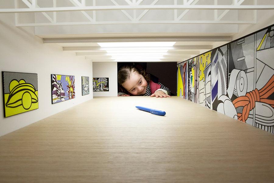 Werde riesiger Kunstliebhaber put-your-head-into-gallery_05