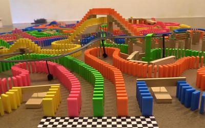 the-amazing-domino-race