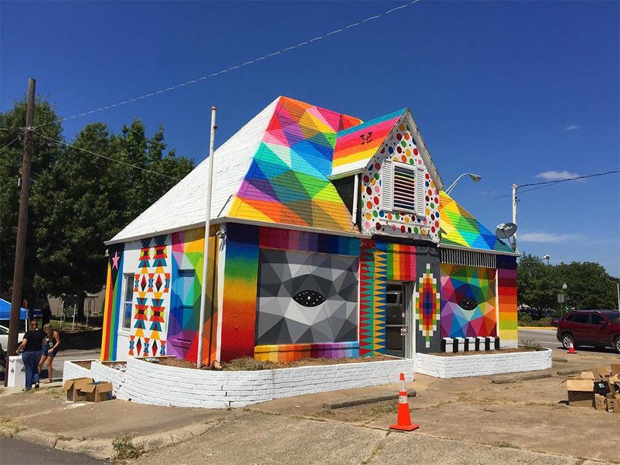 Die knallbunte Universal Chapel