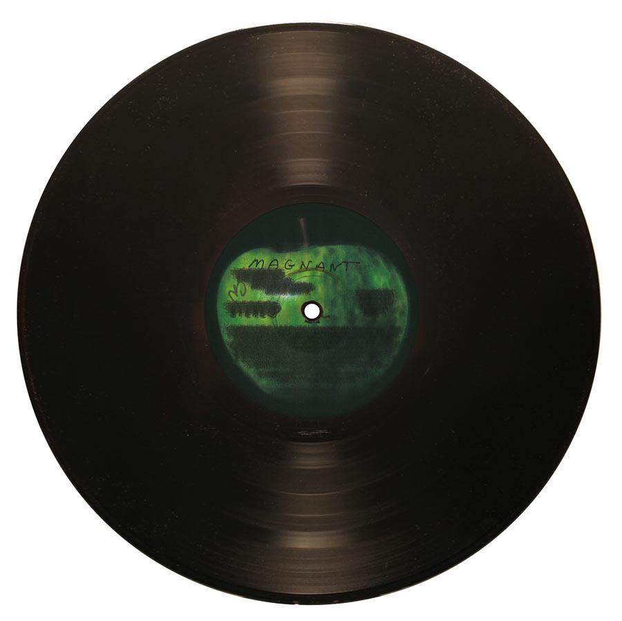 100 White Albums der Beatles übereinander gelegt 100-white-albums-beatles_04
