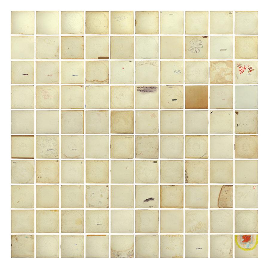 100 White Albums der Beatles übereinander gelegt 100-white-albums-beatles_05