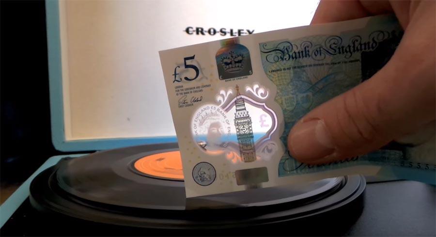 Der neue 5-Pfund-Schein kann Vinyls abspielen 5-pound-vinyl