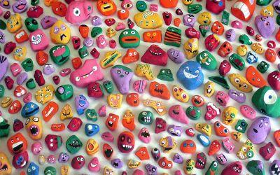 6-Jähriger bemalt 1.000 Steine mit Gesichtern und versteckt sie