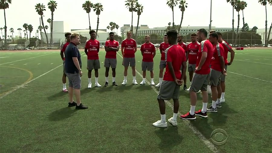James Corden trainiert den FC Arsenal james-corden-arsenal
