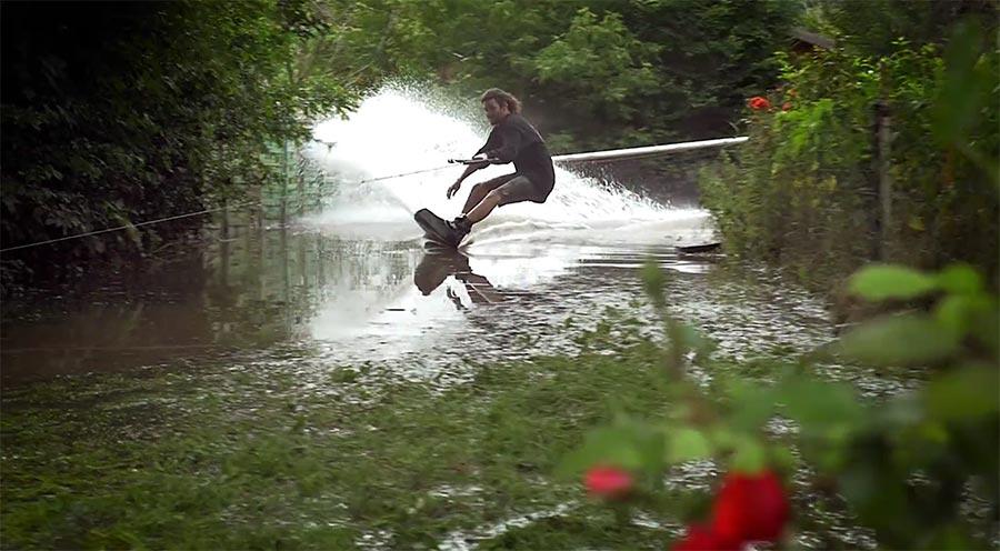 Durchs überschwemmte Paris wakeboarden