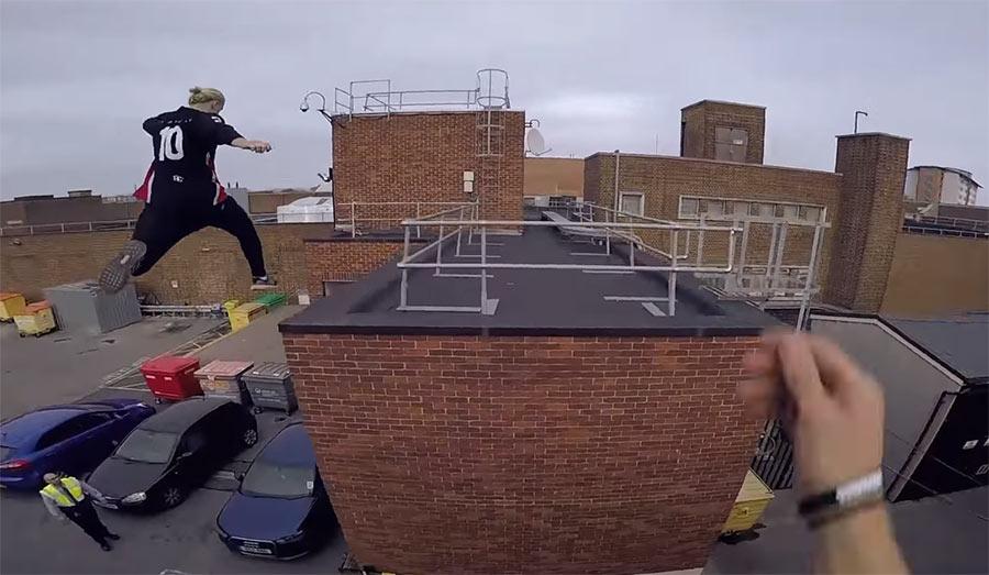 POV Parkour-Flucht über Dächer rooftop-escape-pov