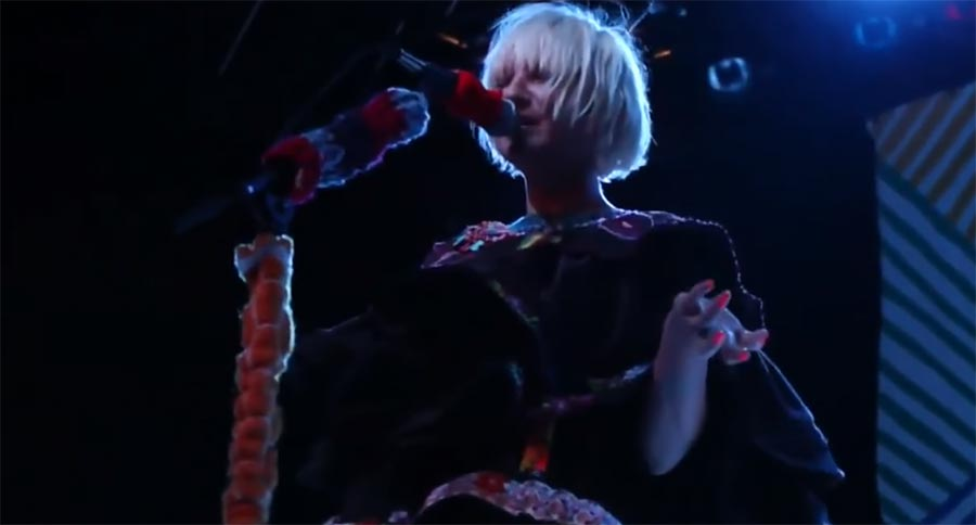 Sia vergisst verdammt oft ihren Text sia-forgetting-lyrics