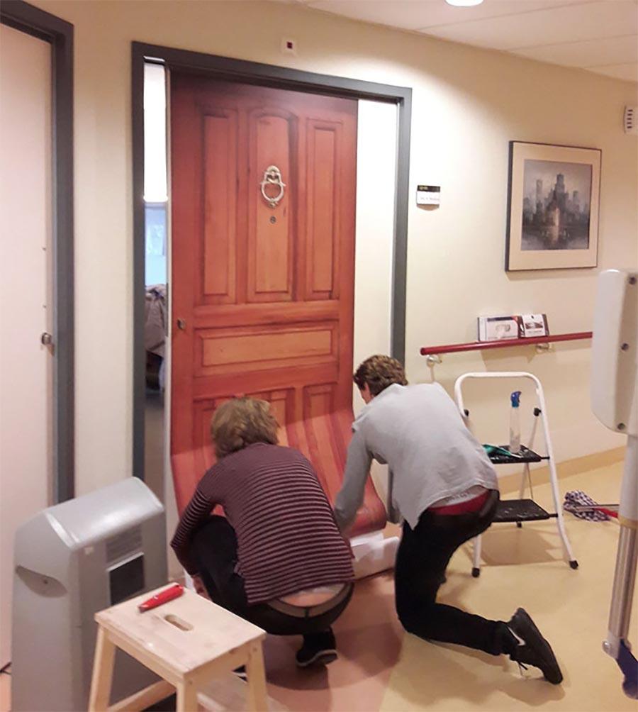 Demenz-Heim-Bewohner erhalten ihre alte Tür demenz-tueren_03