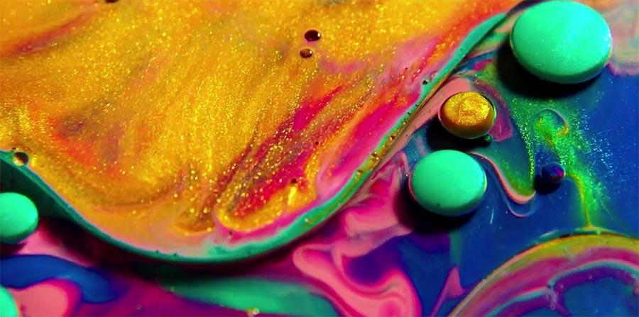 Mehr schön fließende Farbe
