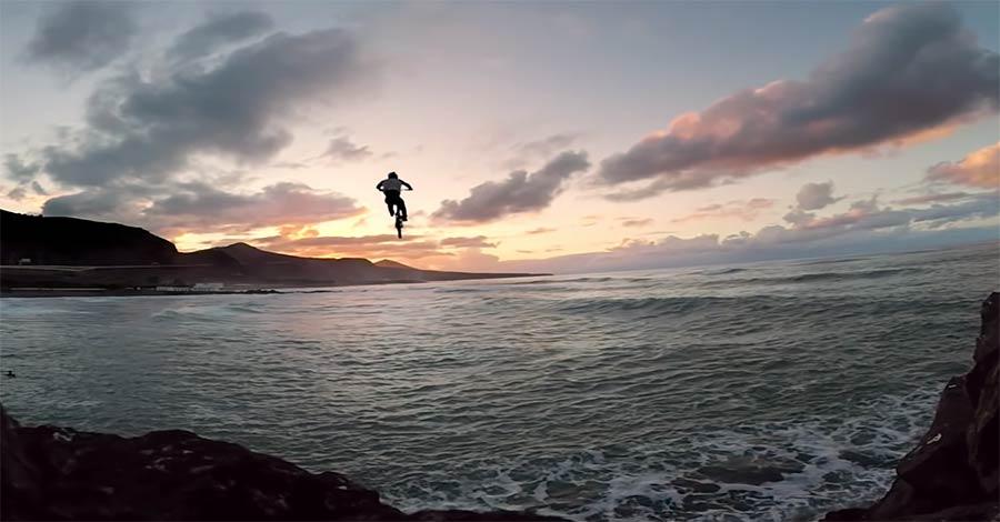 Wie Danny MacAskill ins Meer gesprungen ist