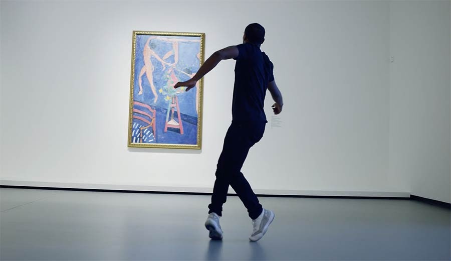 Lil Buck tanzt im Museum Lil-Buck-With-Icons-Of-Modern-Art
