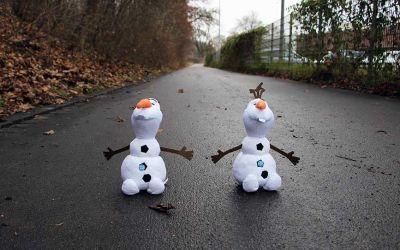 Welcher Frozen-Olaf gewinnt das Wetthüpfen?