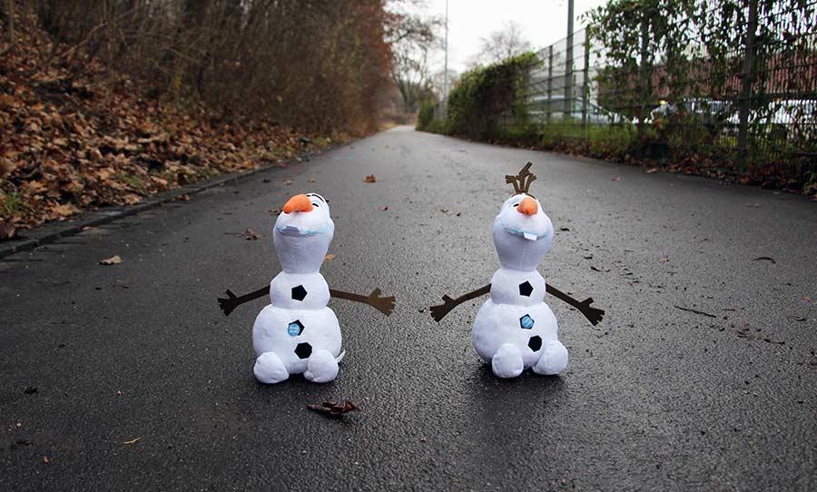 Welcher Frozen-Olaf gewinnt das Wetthüpfen? OLAF-duracell-wetthuepfen_01
