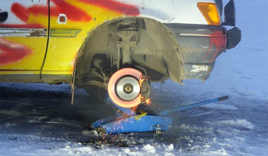 Slowmotion einer Autobremsen-Explosion